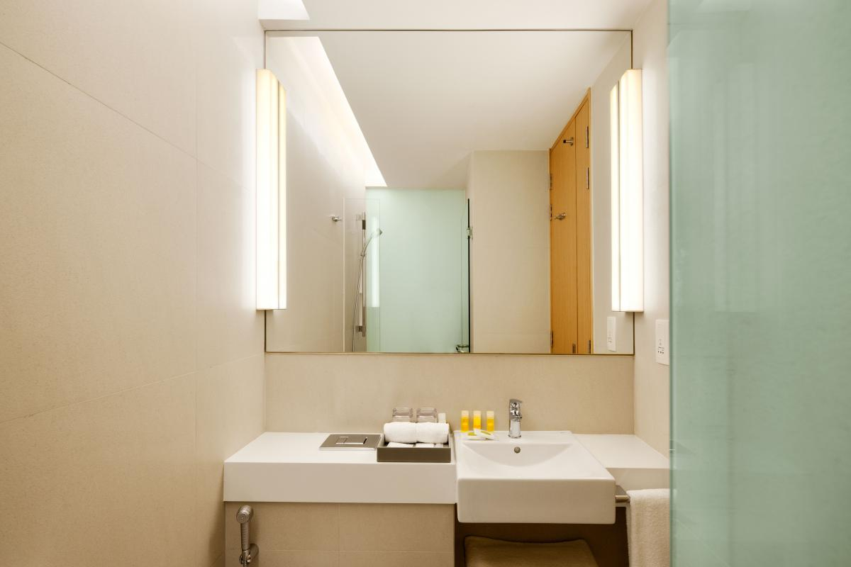 Days_Hotel_Singapore_At_Zhongshan_Park_Bathroom
