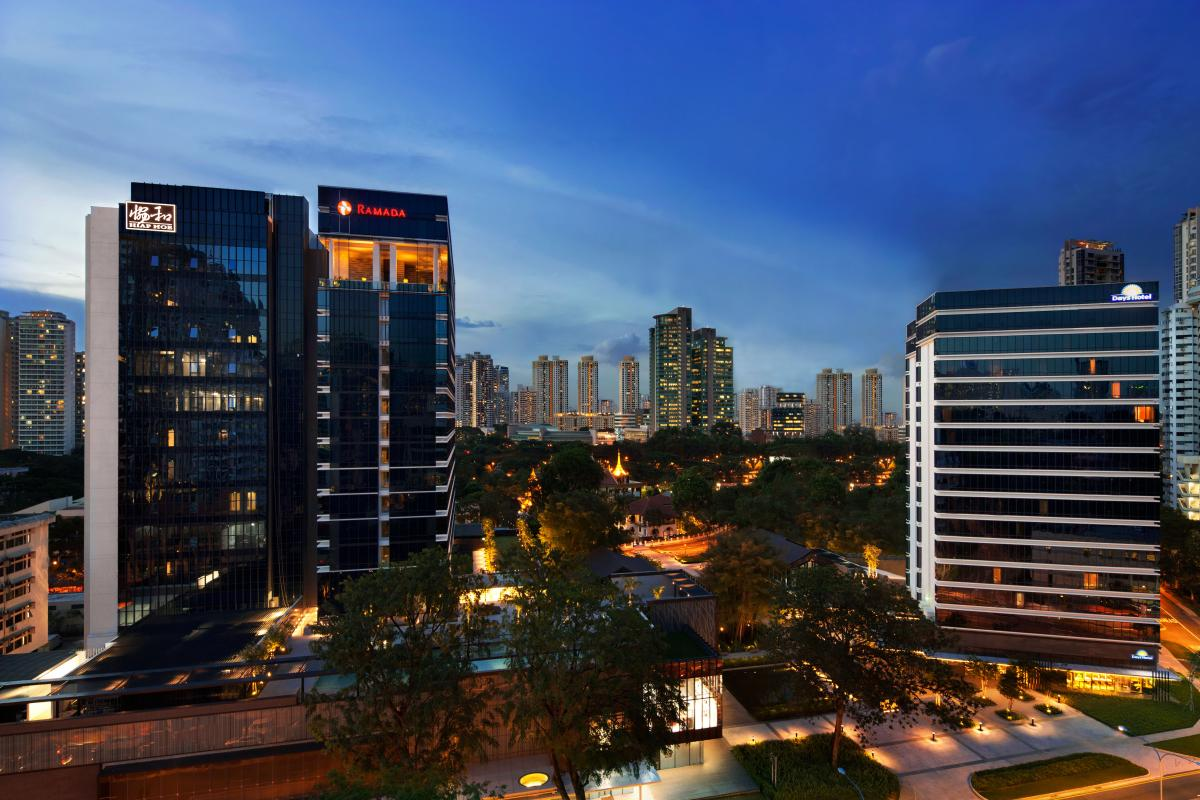 Ramada_and_Days_Hotels_Singapore_At_Zhongshan_Park_Evening