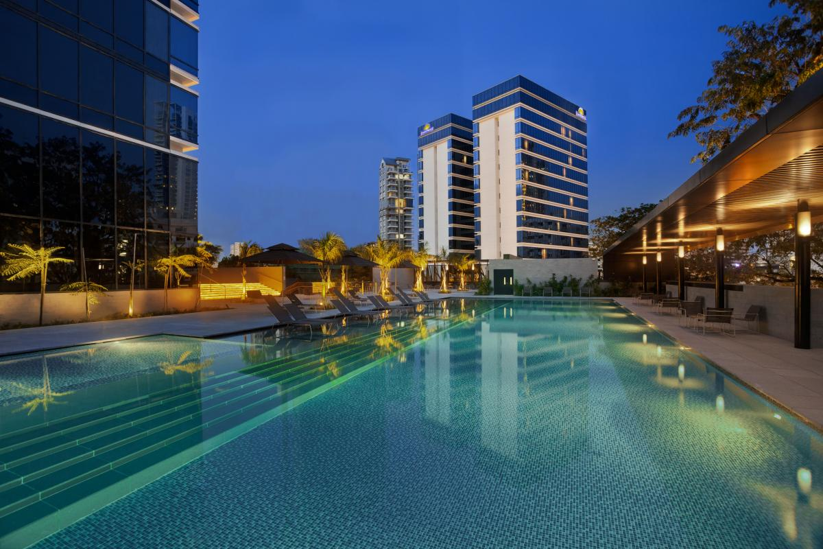 Ramada_Singapore_At_Zhongshan_Park_Pool_Evening
