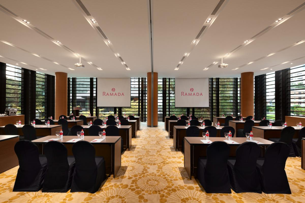 Ramada_Singapore_At_Zhongshan_Park_Zhongshan_Room_Meeting_Setup
