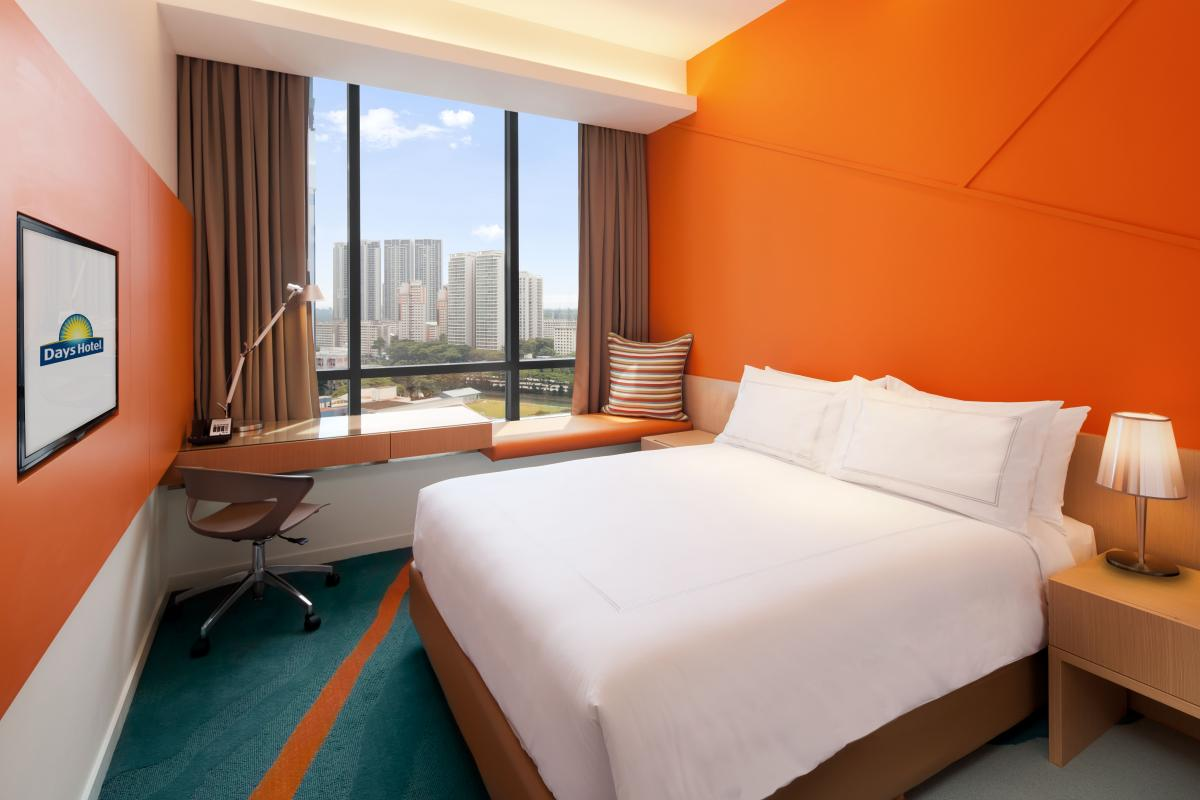 Days_Hotel_Singapore_At_Zhongshan_Park_Queen_Bed